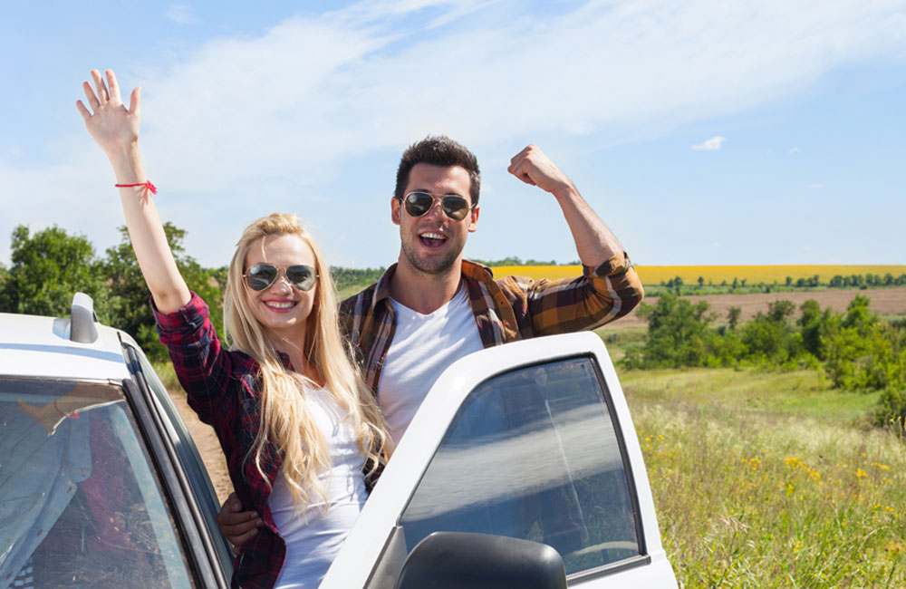guy and girl summer road trip